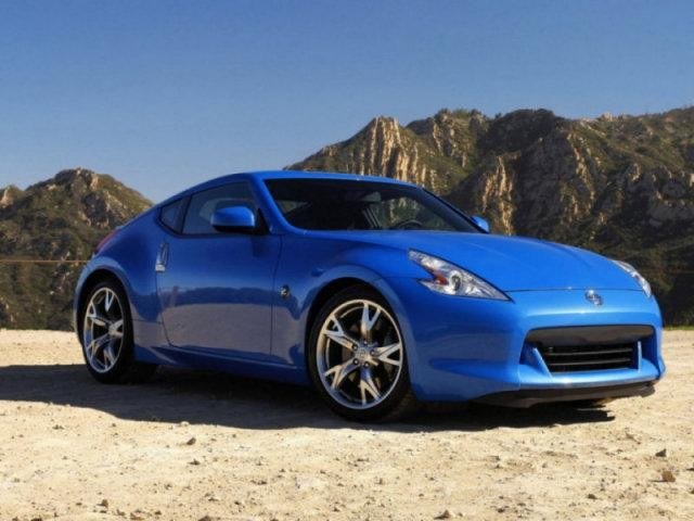 Синий Nissan Fairlady