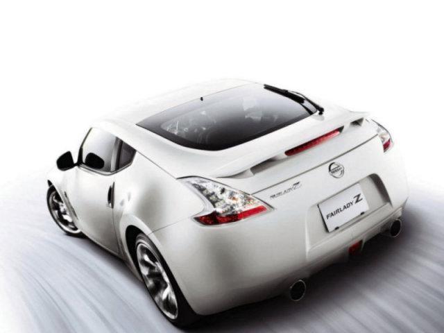Белый Nissan Fairlady