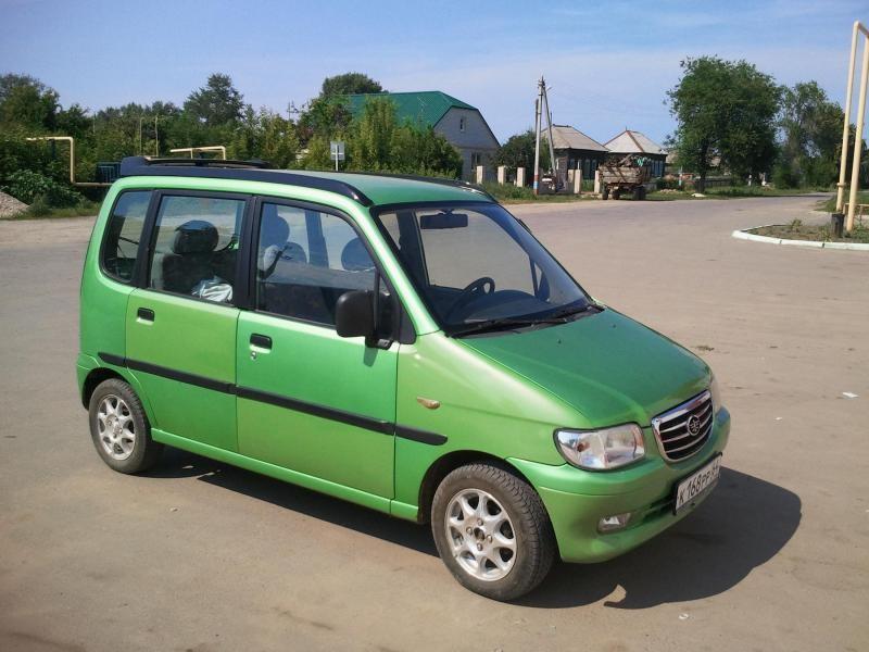 Зеленый FAW Jinn вид сбоку