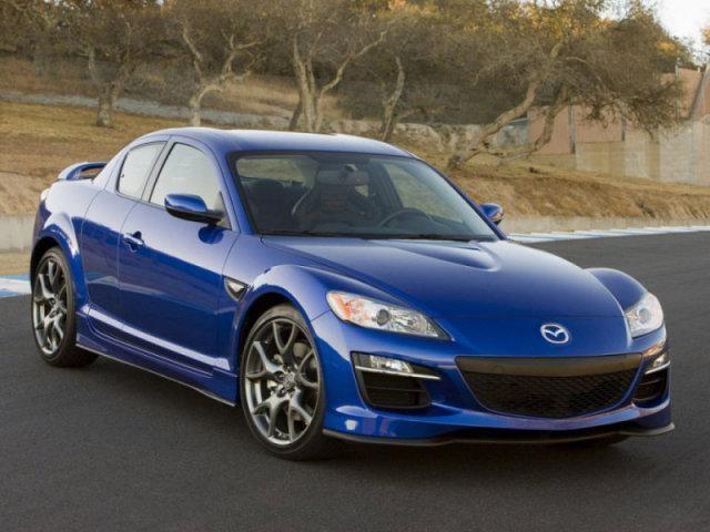 Синяя Mazda RX-8: вид спереди справа