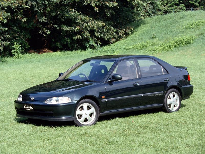Черный седан Honda Civic Ferio вид сбоку
