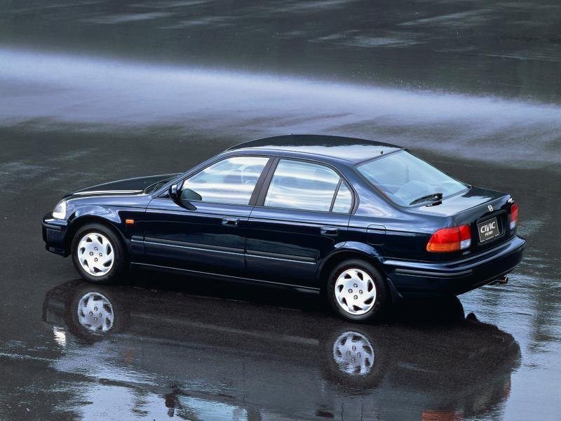 Синий Honda Civic Ferio, вид сбоку