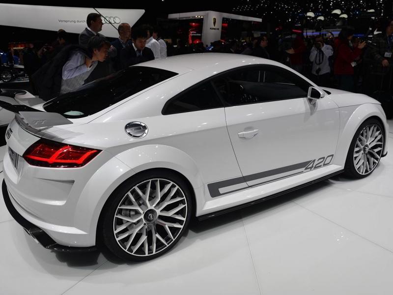 Концепт Audi TT quattro sport: вид сзади справа