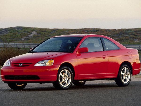 Красный Honda Civic Ferio, вид сбоку