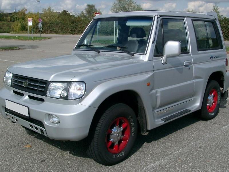 Серебристый Hyundai Galloper