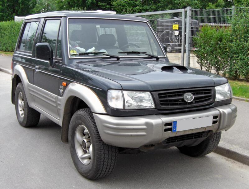 Черный Hyundai Galloper вид спереди
