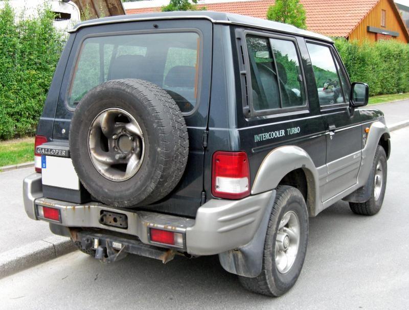 Черный Hyundai Galloper вид сзади