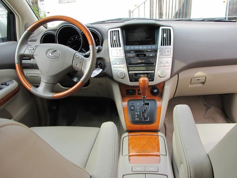 Белый Lexus, руль, консоль RX330