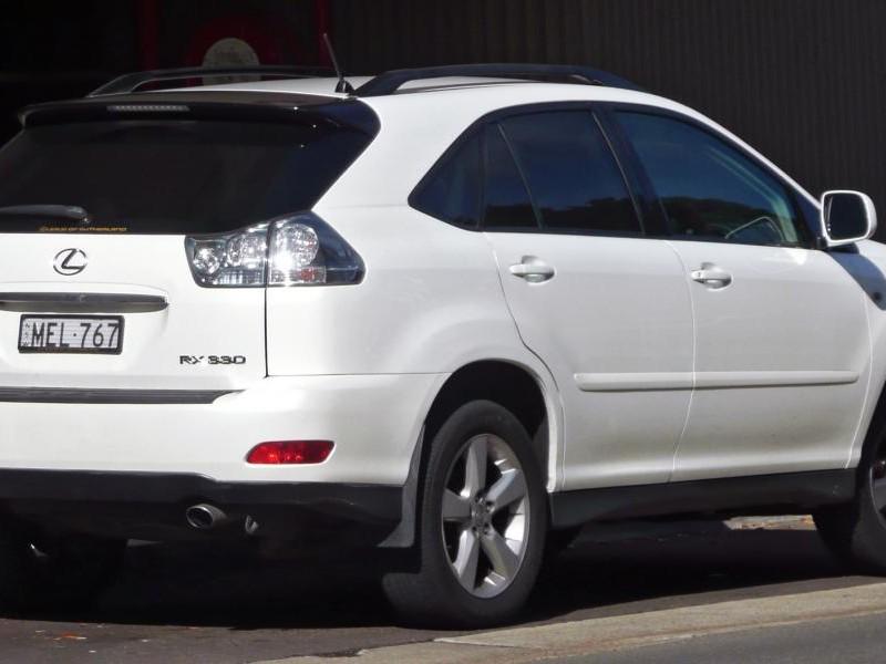 Белый Lexus RX330, консоль, руль Lexus RX330