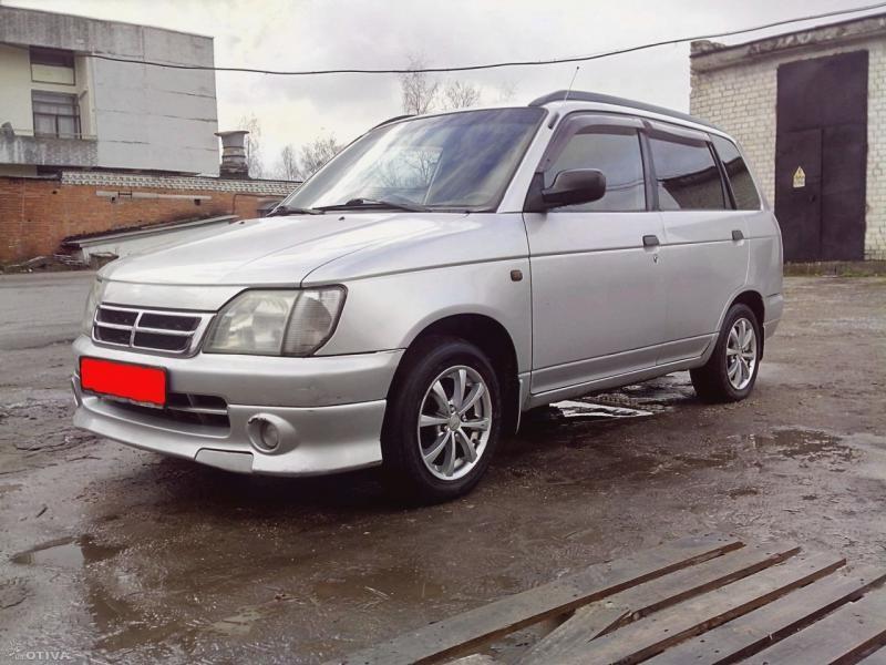 Серебристый универсал Daihatsu Pyzar