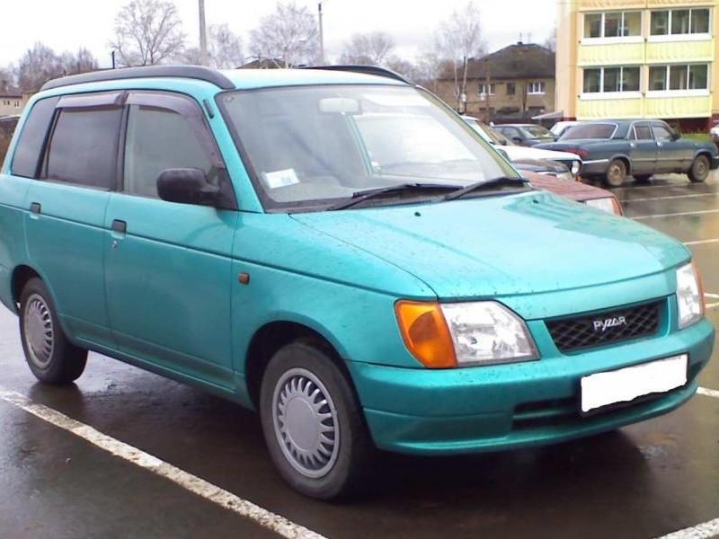 Зеленый Daihatsu Pyzar