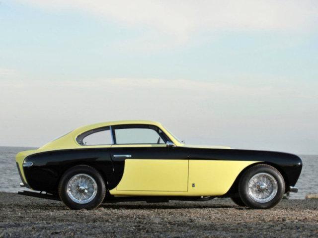 Черно-желтый Ferrari 212 Inter: вид с правого бока