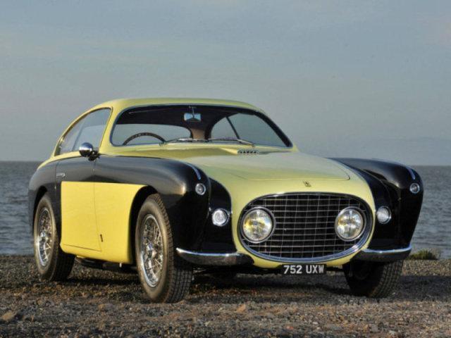 Черно-желтый Ferrari 212 Inter: вид спереди справа