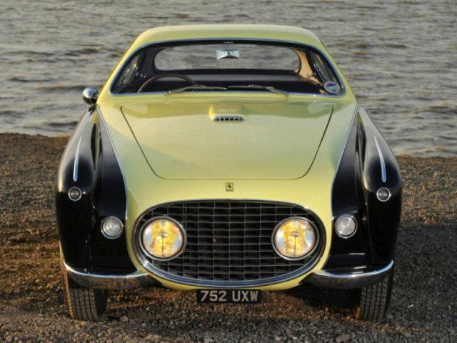 Черно-желтый Ferrari 212 Inter: вид спереди