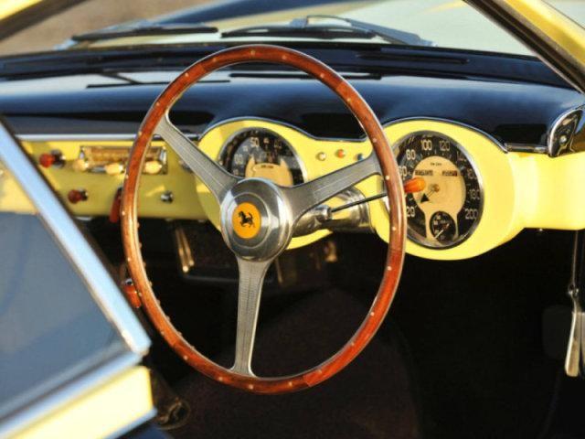 Передняя панель Ferrari 212 Inter