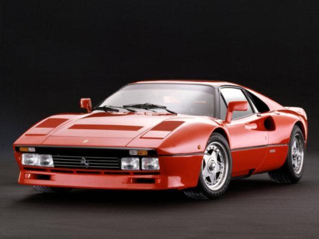 Яркий Ferrari 288 GTO: вид спереди слева