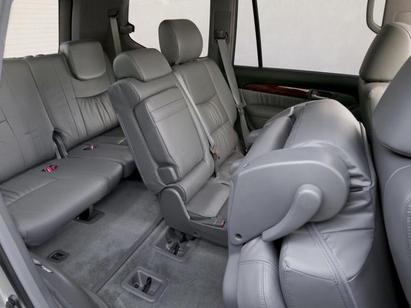 Серый интерьер Lexus GX470