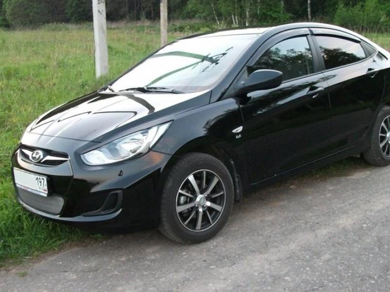 Черный Hyundai Solaris