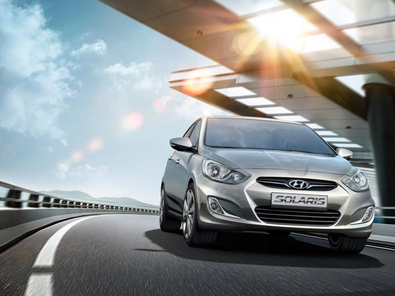 Вид спереди седана Hyundai Solaris