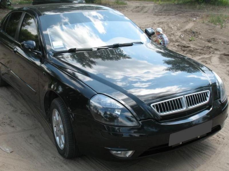 Черный Brilliance M1, вид спереди седан