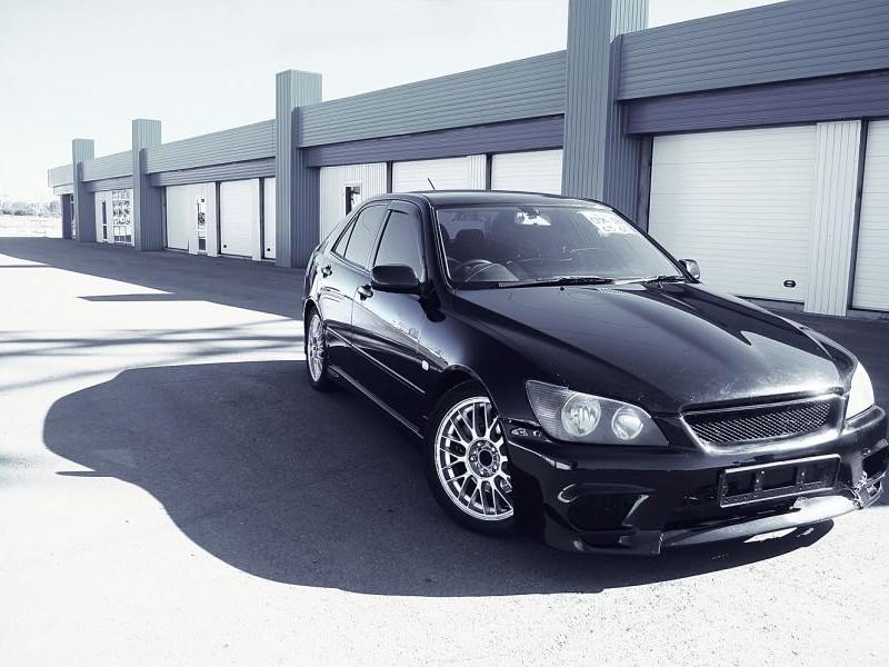 Черный Toyota Altezza вид спереди, тюнинг