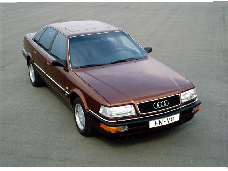 Седан Audi V8 вид сверху