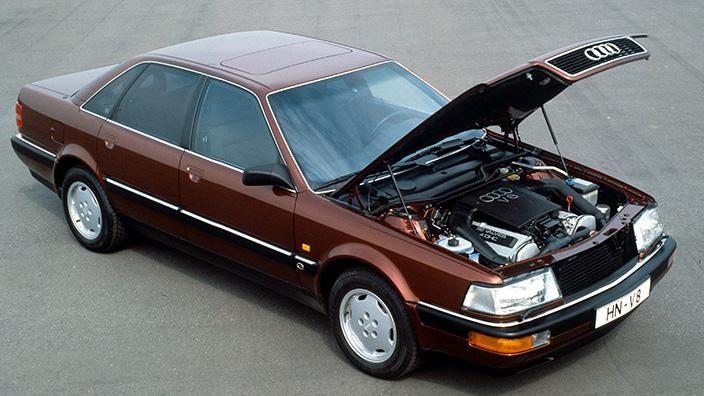 Коричневый седан Audi V8