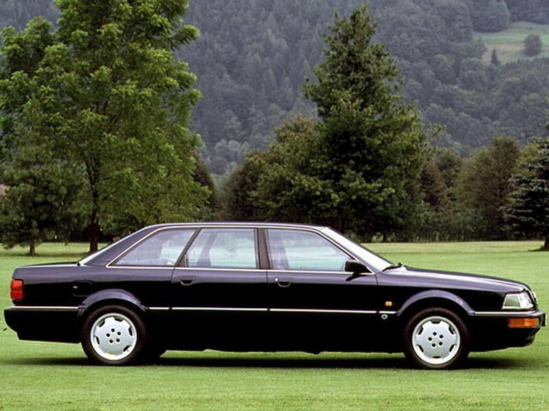 Черный седан Audi V8 вид сбоку