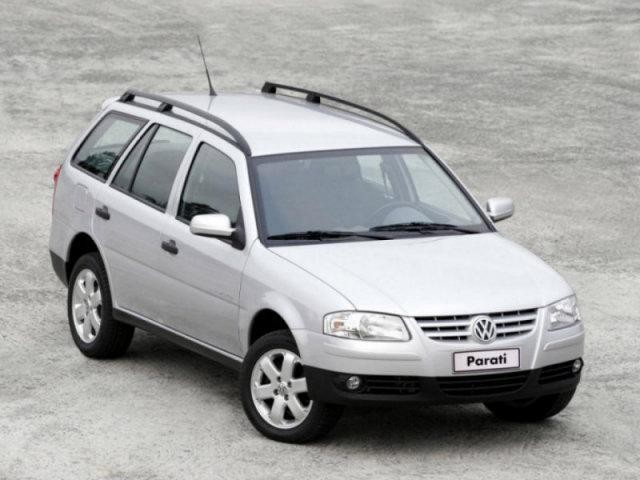Серебристый Volkswagen Parati: вид сверху справа