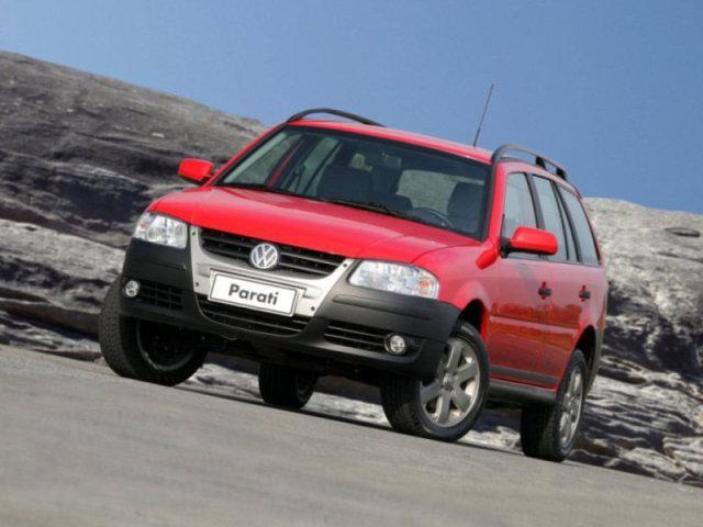 Розовый Volkswagen Parati: вид спереди слева