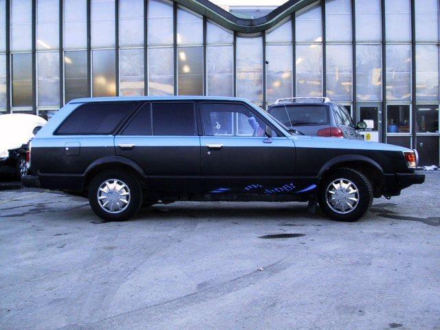 Универсал Toyota Carina Wagon вид сбоку