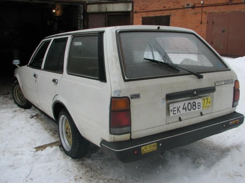 Белый универсал Toyota Carina Wagon вид сзади