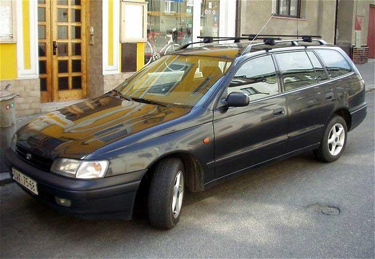 Универсал Toyota Carina Wagon, вид сбоку