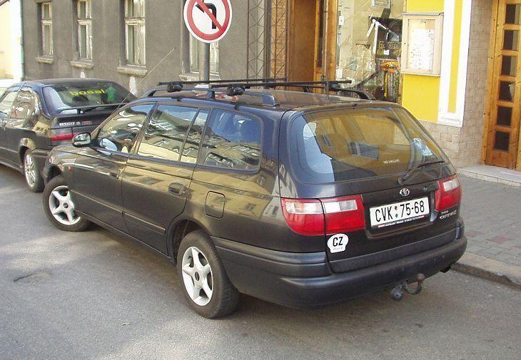 Универсал Toyota Carina Wagon вид сзади