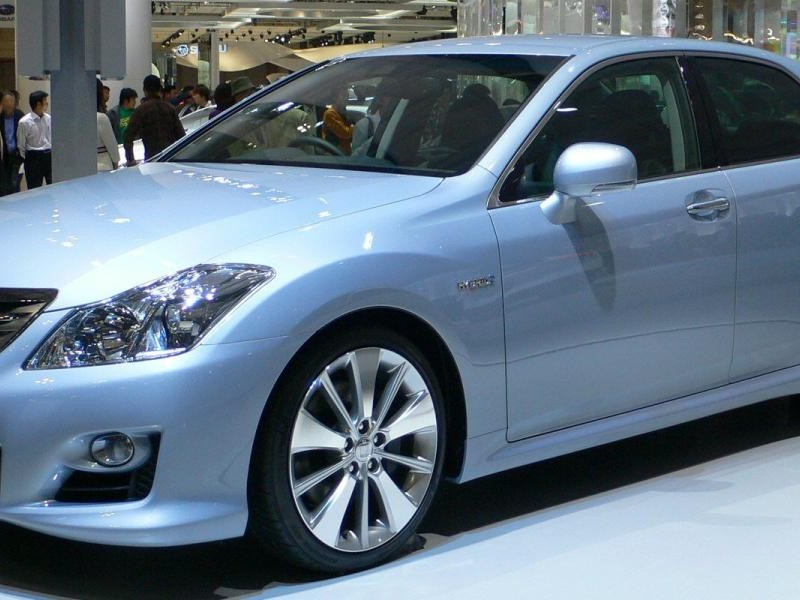 Toyota Crown Hybrid, седан