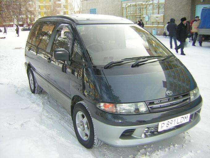Toyota Estima Lucida вид спереди, минивэн