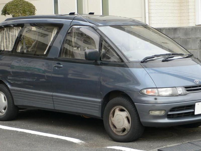 Минивэн Toyota Estima Lucida
