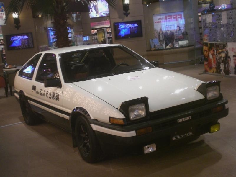 Белый Toyota Sprinter Trueno вид спереди