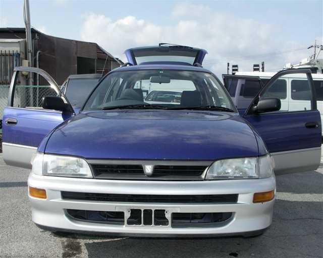 Синий Toyota Sprinter Wagon вид спереди