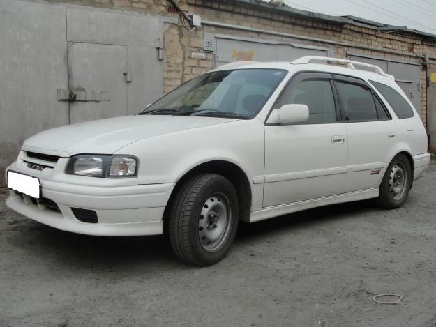 Белый Toyota Sprinter Carib