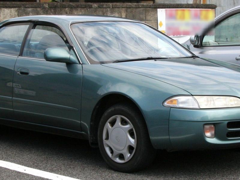 Серебристый Toyota Sprinter Marino вид сбоку