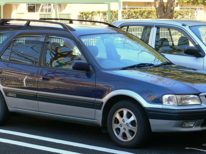 Синий Toyota Sprinter Carib вид сбоку