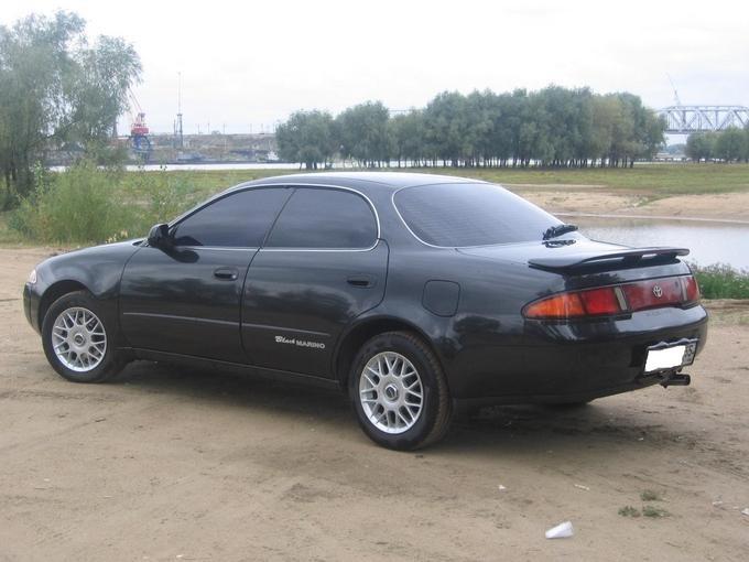 Черный седан Toyota Sprinter Marino вид сбоку
