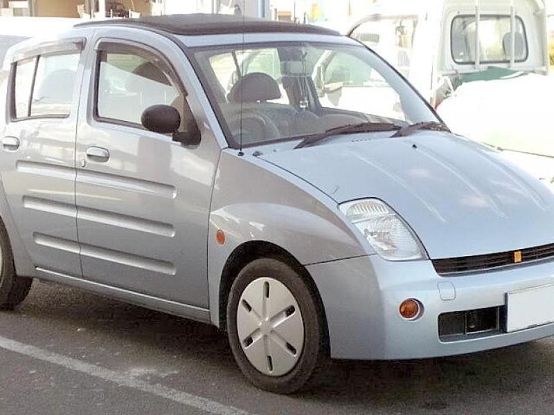 Серебристый хэтчбек Toyota Will Vi