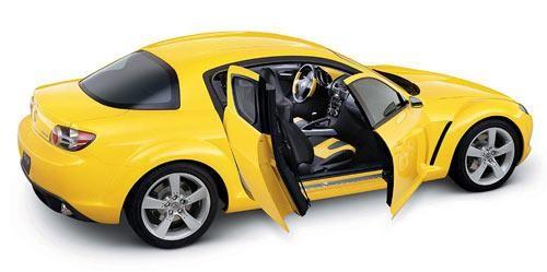 Желтый Mazda RX-8 вид сбоку