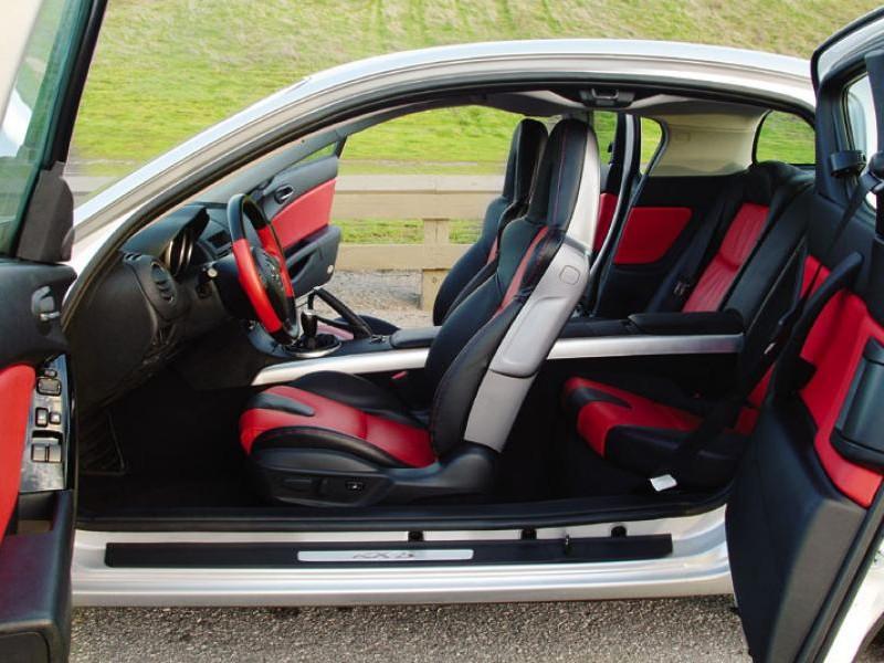 Салон Mazda RX-8