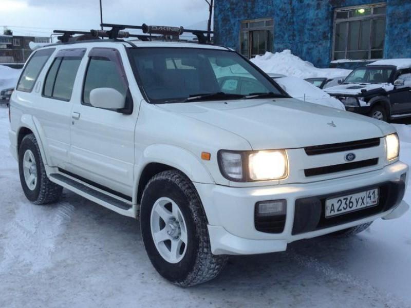 Белый Nissan Terrano Regulus