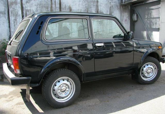 Черный ВАЗ 2121 4х4 Нива, вид сбоку