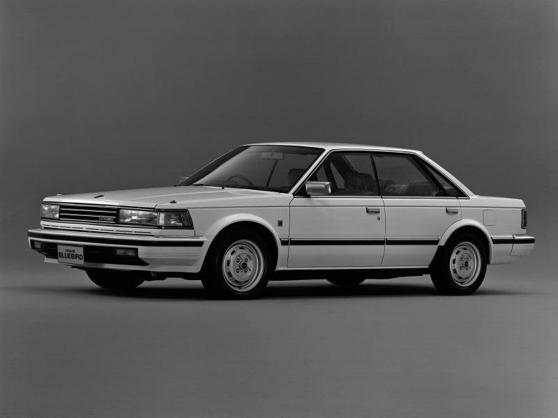 Белый седан Nissan Bluebird Maxima, вид сбоку