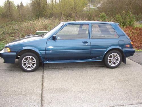 Синий хэтчбек Toyota Corolla FX вид сбоку